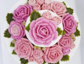 강낭콩 앙금에 백년초 천연색소를 넣어 만든 장미꽃!2층 케이크로 어레인지 했어요~